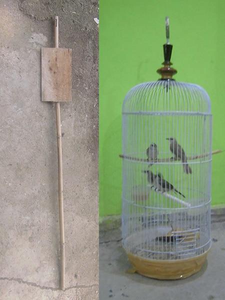 tiang penyangga sangkar burung