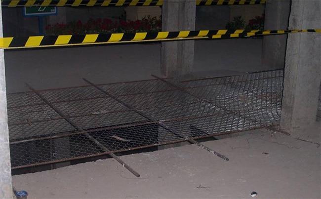 proteksi lobang core lift dengan tutup kawat ram